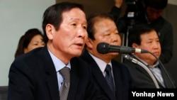 11일 서울 영등포구 중소기업회관에서 정기섭 개성공단기업협회장이 긴급 기자회견을 하고 있다.