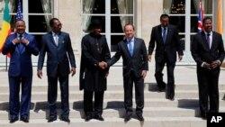 Fransa Cumhurbaşkanı François Hollande, Paris'te Afrikalı liderlerle görüştü.