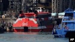 2013年11月29日高速渡轮事故后停靠在造船厂