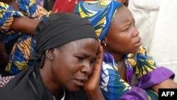 Para ibu dari siswi-siswi Nigeria yang diculik menunggu penjelasan dari pejabat Nigeria (foto: dok).