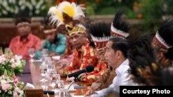 Presiden Jokowi saat menerima 61 tokoh Papua dan Papua Barat di Istana Merdeka, Jakarta, 10 September 2019. (Foto: Setpres RI)