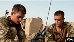 Dua anggota pasukan Inggris di Sayedebad, provinsi Helmand, Afghanistan (foto: dok.).