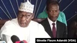 Lors de la déclaration de l'opposition, les anciens présidents Nicephore Dieudonné Soglo, Yayi Boni et Candide Azannai, à Cotonou, le 30 avril 2019. (VOA/Ginette Fleure Adandé)
