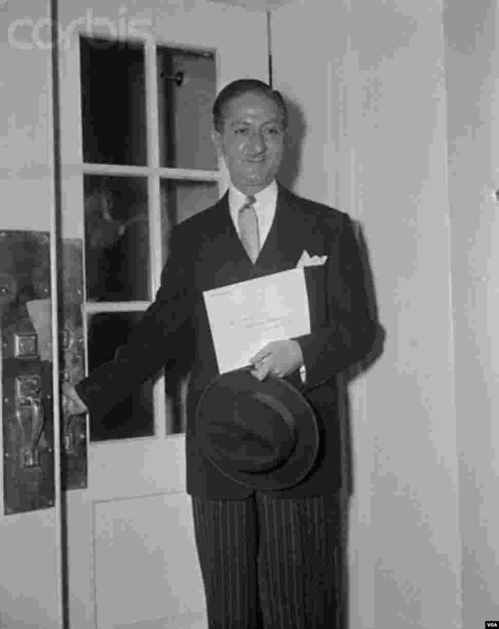 نصرالله انتظام، سفیر جدید ایران در واشنگتن در زمان پرزیدنت آیزنهاور، کاخ سفید ، نوامبر ۱۹۵۳