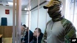 Украинские моряки в здании московского суда