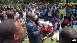 Morgan Tsvangirai, au centre, à Harare.