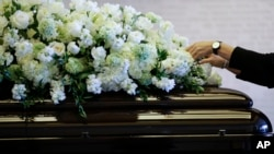 Honras fúnebres ante el ataúd de la ex primera dama, Nancy Reagan, en California.