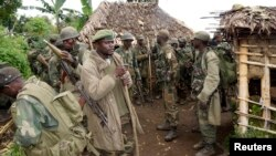 Tentara Kongo berkumpul setelah pemberontak M23 menyerah di Chanzo, Rutshuru, di kota timur Goma, 5 November 2013 (Foto: dok).