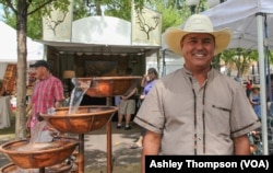 Fountain maker Roberto Marquez, from Tuscon Arizona, sets up shop in Santa Fe Plaza.