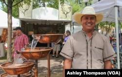 Fountain maker Roberto Marquez, from Tuscon Arizona, sets up shop in Santa Fe Plaza.