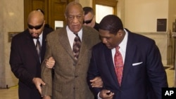 Actor and comedian Bill Cosby, center, arrives for a court appearance in Norristown, Pennsylvania, Feb. 2, 2016.