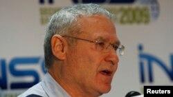 آموس یادلین سال ۲۰۱۰ بازنشسته شد.
