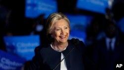 Madam Clinton ki tap mennen kanpay nan vil Detroit, Eta Michigan, vandred 4 novanm 2016 la.