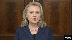 美國國務卿希拉里.克林頓9月12日強烈譴責暴徒對美國班加西領事館的襲擊。