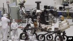 ยานสำรวจอวกาศ Curiosity ของนาซ่า จะขึ้นไปลงจอดที่หลุมเกล เครทเตอร์บนดาวอังคาร