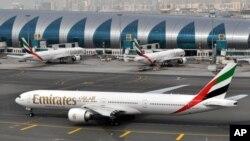 아랍에미리트 두바이 국제공항에서 에미리트항공 여객기가 대기하고 있다. (자료사진)