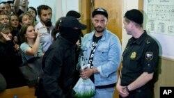 Кирилл Серебренников (второй справа) в зале суда. Москва, Россия. 23 августа 2017 г.