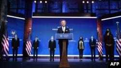 Tổng thống tân cử Joe Biden trình làng nội các của ông tại một sự kiện ở Wilmington, Delaware, ngày 24/11/2020. (Photo by CHANDAN KHANNA / AFP)