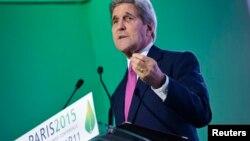 존 케리 미국 국무장관이 9일 프랑스에서 열린 기후변화협약 총회에서 연설하고 있다.