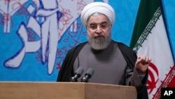 Presiden Iran Hassan Rouhani menghadapi tantangan berat dalam pemilu Mei mendatang dari kelompok garis keras Iran (foto: dok).