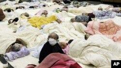 Ces personnes sinistrées ont été évacuées d'un hospice près du site nucléaire de Fukushima.