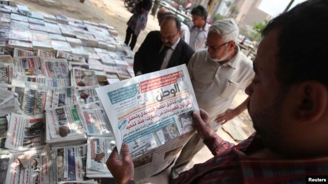 A man reads El-Watan newspaper at Tahrir square in Cairo, May 12, 2013.