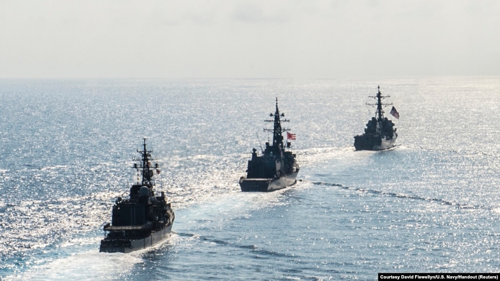 Các tàu chiến Mỹ và Nhật huấn luyện chung ở Biển Đông, 21/4/2015