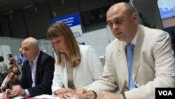 """La reunión internacional del SIDA culmina con la firma de la llamada """"Declaración de Viena""""."""