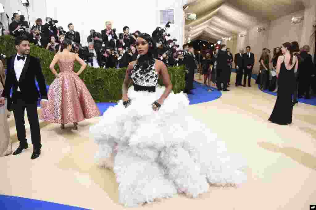 جنل مونایی در مت گالا ۲۰۱۷، مراسم مد و لباس به نفع موزه متروپولیتن در نیویورک