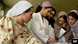 حدود ۲۰۰ زن باردار و شیرده از این خدمات بهره مند می شود