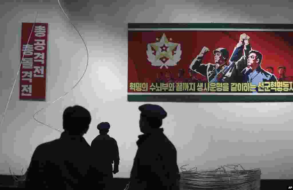 10일 북한의 평양326전선공장 벽에 선동 구호가 걸려있다.