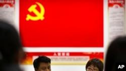 在中共十九大召开前北京一个社区组织居民学习相关精神。(2017年10月14日)