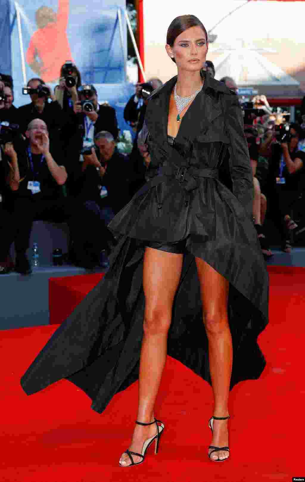 بیانکا بالتی مانکن که در جشنواره ونیز حضور دارد.