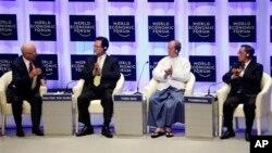 Từ trái: Ông Klaus Schwab, người sáng lập và Chủ tịch điều hành của Diễn đàn Kinh tế Thế giới, Thủ tướng Việt Nam Nguyễn Tấn Dũng, Tổng thống Miến Ðiện Thein Sein, và Thủ tướng Lào Thongsing Thammavong tại lễ khai mạc Diễn đàn Kinh tế thế giới về Đông Á tại Naypyidaw, ngày 6/6/2013.