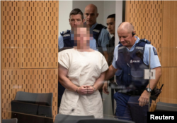 پولیس آسٹریلوی نژاد ملزم کو عدالت میں پیش کر رہی ہے۔ 18 مارچ 2019