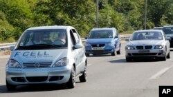 Velike kompanija nastoje da svoja ekološka vozila učine još priuštivijim za kupce.