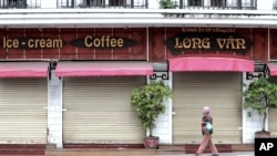 Hầu hết các hàng quán ở Hà Nội đều đóng cửa trong những ngày cách ly xã hội