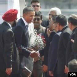 Presiden Barack Obama saat tiba di Mumbai, India hari ini, 6 November 2010.