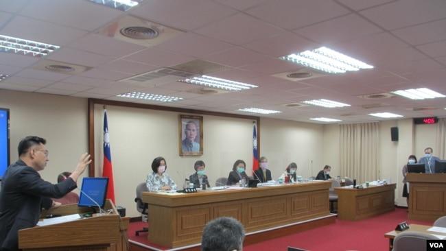 台灣立法院外交及國防委員會2021年4月26日質詢的情形(美國之音張永泰拍攝)
