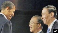 奥巴马在2009年美中战略与经济对话时会见王岐山(右)和戴秉国