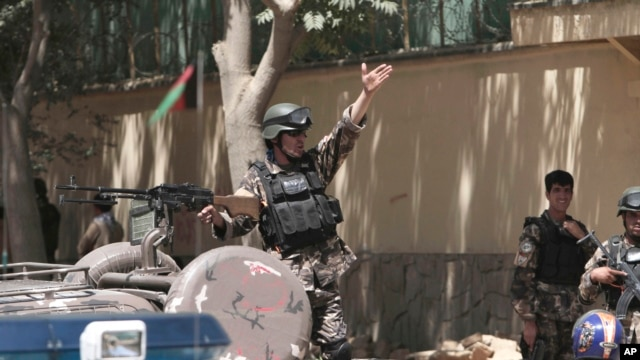 Afghan security forces investigate near the entrance gate of the presidential palace in Kabul, Afghanistan, June 25, 2013.