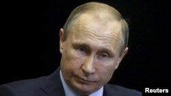 24일 블라디미르 푸틴 러시아 대통령이 러시아 전폭기가 터키 전투기에 격추된 사건과 관련해 터키 측을 강력 비난하고 있다.