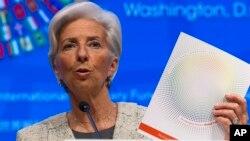 Direktur pengelola IMF, Christine Lagarde pada konferensi pers di Washington DC (14/4).
