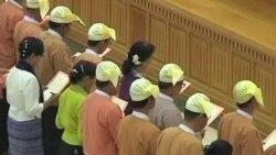 昂山素季在缅甸议会宣誓就职