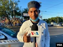 Ismael Cortés relata a la VOA cómo llegó a vender pan en los semáforos de Managua. Foto Daliana Ocaña, VOA.