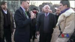 Маккейн називав революцію Гідності в Україні важливою подією у своєму житті – спогади дипломата. Відео