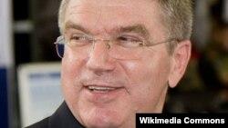 Ông Bach từng là vô địch bộ môn đấu kiếm tại Thế Vận Hội 1976 và là chủ tịch sáng lập của Liên đoàn Thể thao Thế Vận Hội Đức.