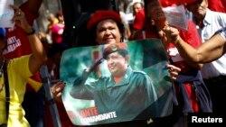 ہوگو شاویزکیوبا میں علاج کے بعد وطن واپس