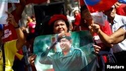 Người ủng hộ ăn mừng ông Chavez về nước tại Caracas.