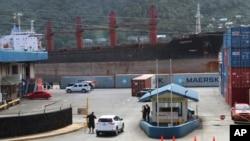 대북 제재 위반 혐의로 미국 정부가 압류한 북한 화물선 '와이즈 어네스트'호가 지난 5월 미국령 사모아 수도 파고파고항에 정박해 있다.